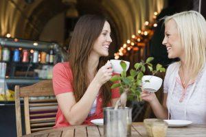 femmes-parlent-entre-elles-20313_w1000